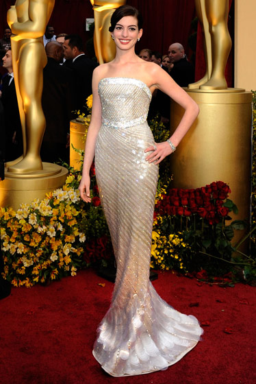 anne-hathaway-in-armani-prive