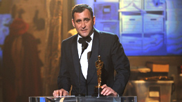 michael-connor-accepting-costume-design-oscar-for-duchess