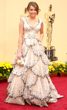 miley-cyrus-is-wearing-a-zuhair-murad-dress-with-a-sparkly-v-neck-bodice-and-tiered-skirt